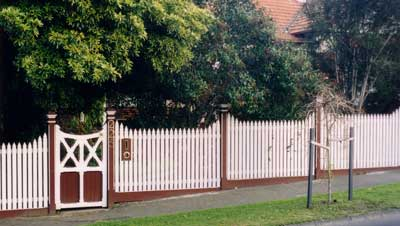 How to Build a front Fence: picket fence, garden fencing, modern ...