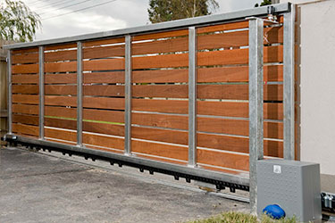 Horizontal board auto sliding gate