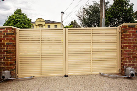 Electric gate motors for automatic driveway gates for Electric driveway gate motors